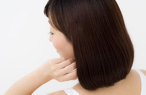 ホホバオイルを日常のヘアケアに取り入れてツルサラ髪を手に入れよう