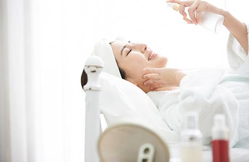 化粧水を使う適切なタイミングは?今さら聞けないスキンケアの基本