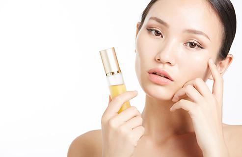 乾燥肌の人におすすめの美容液とは?保湿成分重視で選ぶのがポイント