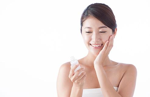 乾燥肌は化粧水でここまで防げる!化粧水の注意点と適切な使い方
