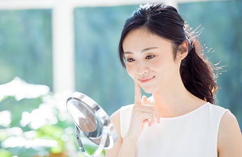 乾燥肌で化粧がうまく乗らない!化粧するときのコツや注意点