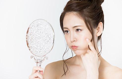 オイリー肌が気になる!普段のケア方法や化粧水の選び方は?