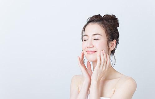美容液が保湿におすすめの理由は?商品選びのコツと肌がしっかりうるおう使い方