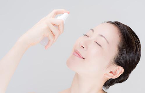 ミスト化粧水の効果的な使い方とは?自宅でも外出先でも便利に!