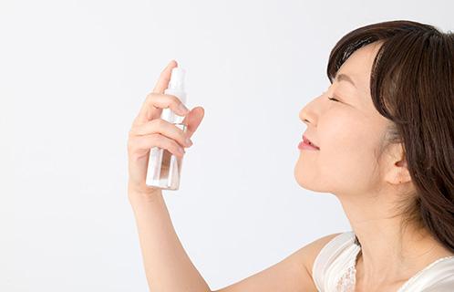 カサカサ肌に大人女子なら一度は悩む?顔の乾燥を防ぐ5つの方法