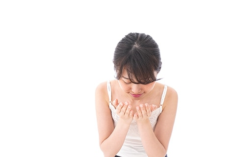 クレンジングオイルの使い方は?特徴や肌に負担をかけない方法をチェック