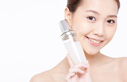 化粧水の役割とは?スキンケアに欠かせない重要アイテムを徹底解析