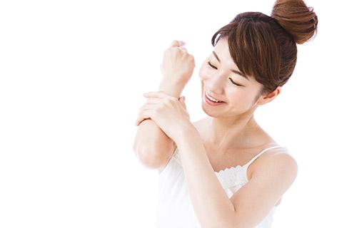 ホホバオイルで保湿ケア!顔・身体・髪に使う方法を徹底紹介