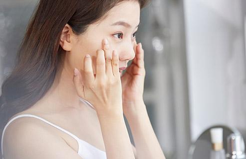 顔の乾燥で粉吹きしてしまった!粉をおさえるスキンケアとメイクのテクニック