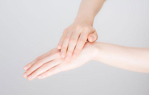 乾燥肌に悩む人に教えたい!適切なハンドクリームの選び方と使い方