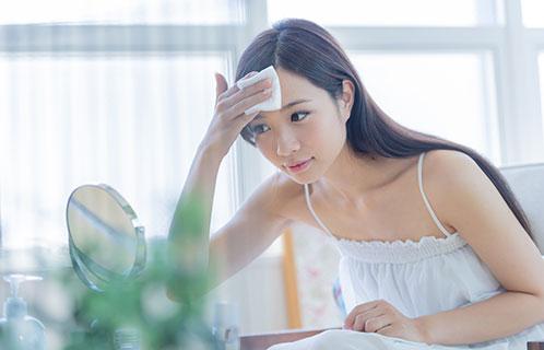 顔の乾燥がひどい!どんなスキンケアをすればいいの?